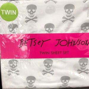 Betsey Johnson Skull Crossbones Twin Sheet Set